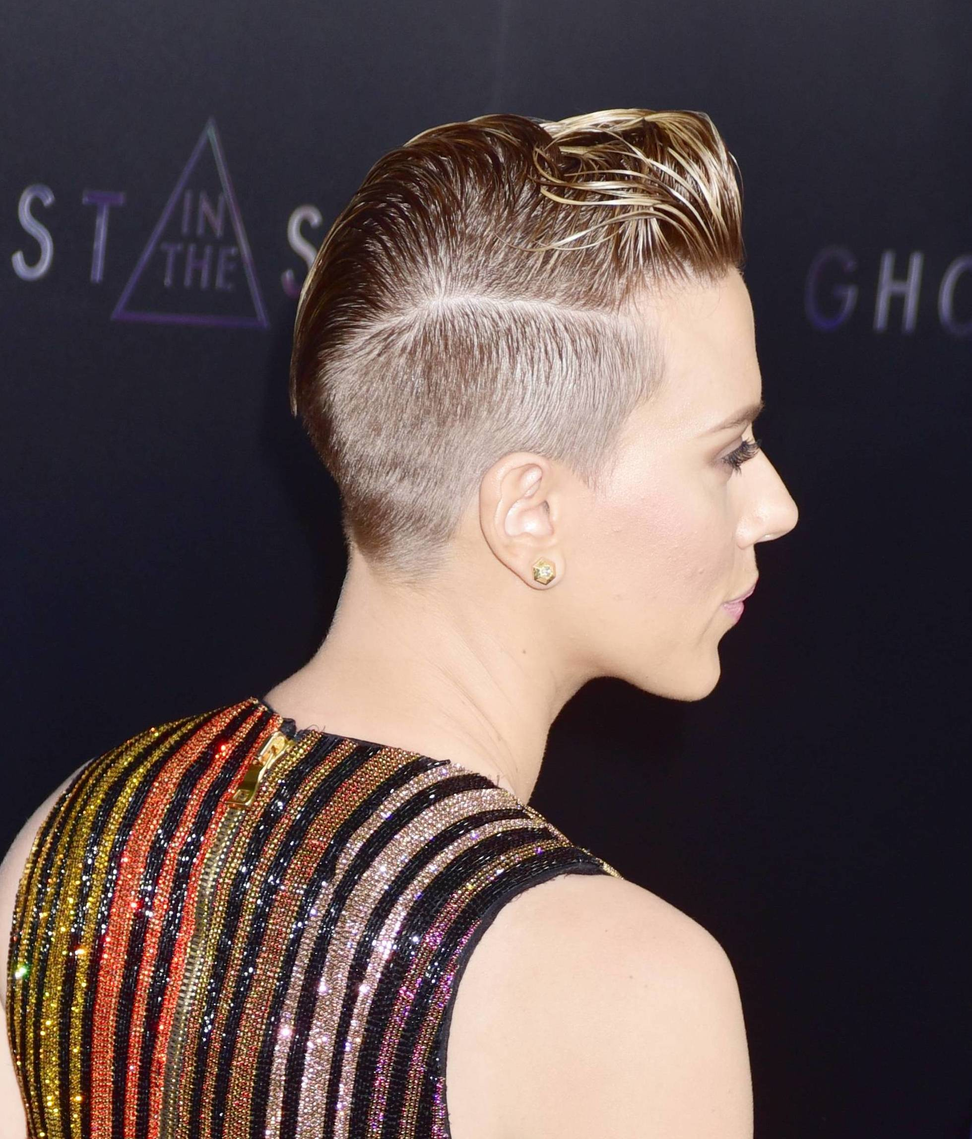Scarlett Johansson In The Cross Hairs At Ghost In The Shell Premiere New York Gossip Gal By Roz